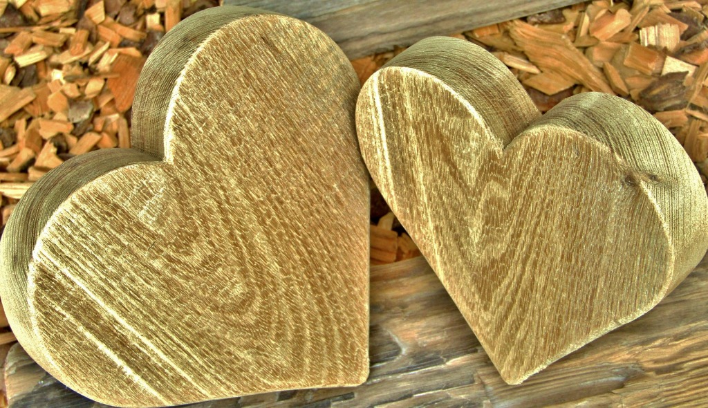 Deux cœurs en bois